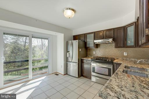 6824 Chasewood Cir Centreville VA 20121