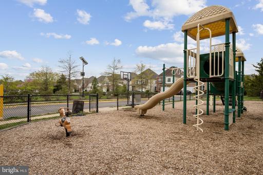 5653 Faircloth Ct Centreville VA 20120