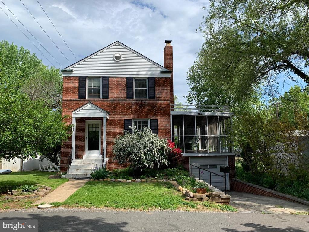 122 Fairview Ave, Front Royal, VA 22630