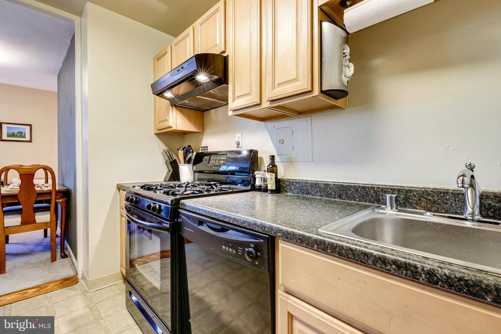 Photo of 6621 Wakefield Dr #305