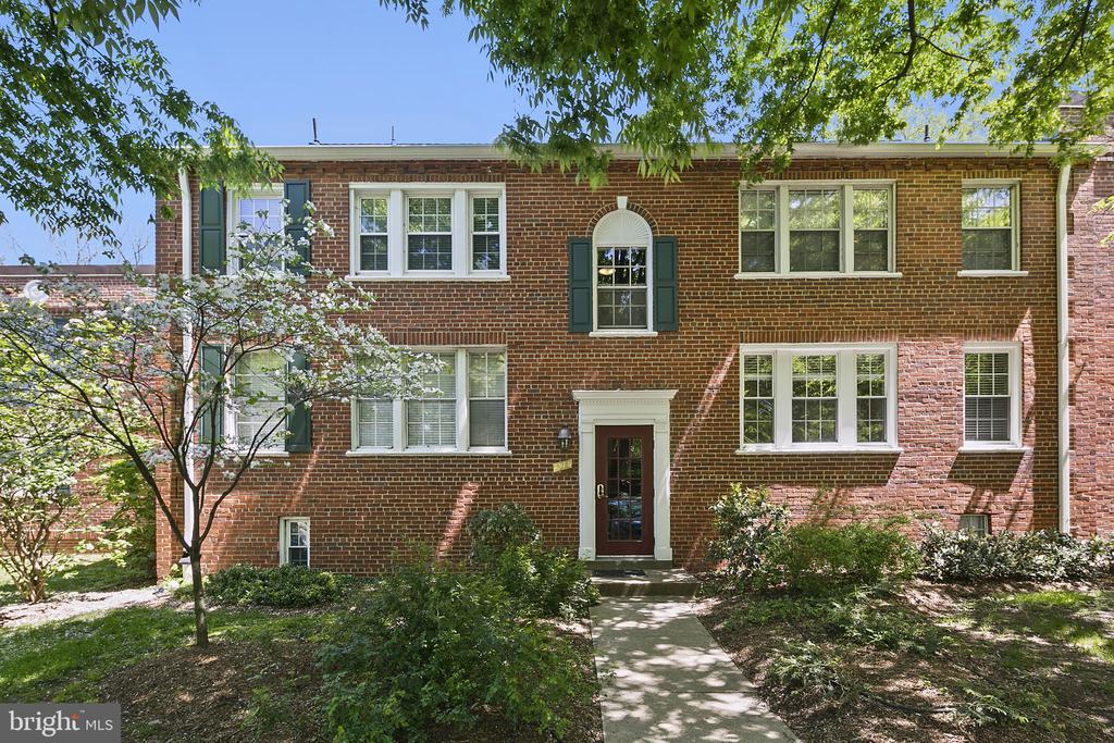 1913 N Rhodes St #18, Arlington, VA 22201