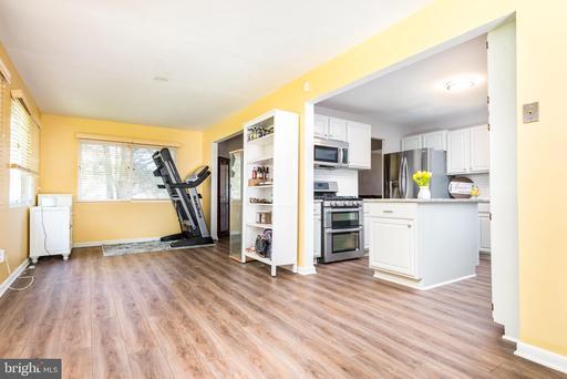 14831 Cranoke St Centreville VA 20120