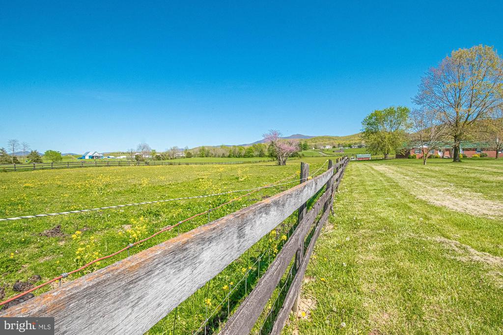 Photo of 3237 Farmview Rd