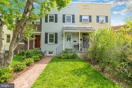 1121 Colonial Ave, Alexandria 22314