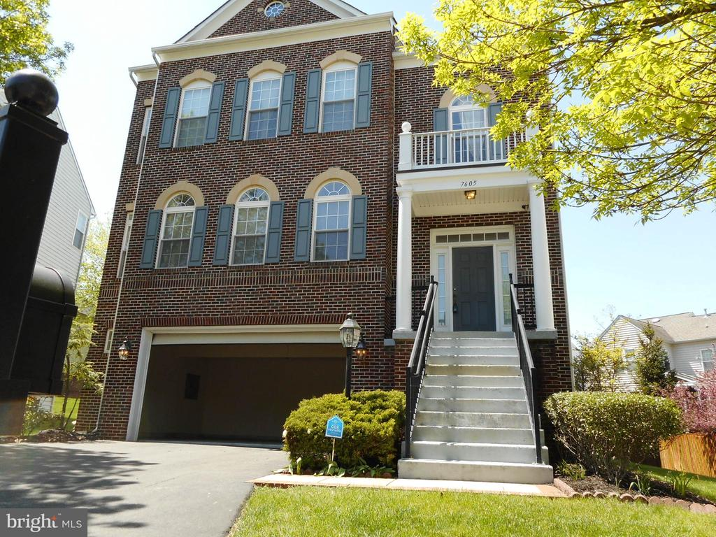 Photo of 7605 Brittany Parc Ct