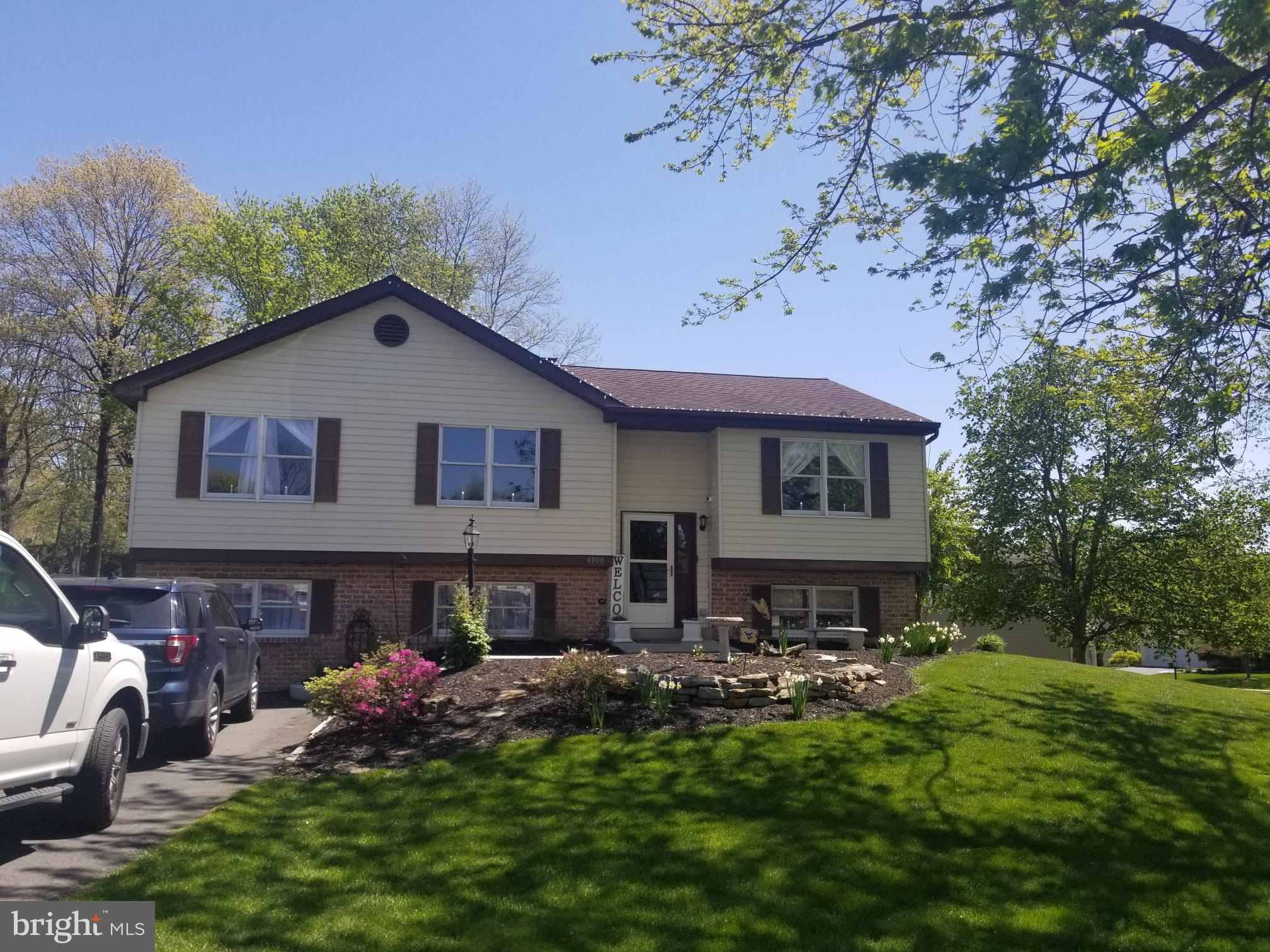 Well Maintained Bi Level located in desirable Farming Ridge! Beautiful Corner Lot! 4 Bedrooms 2 full baths!  Lovely 3 season room off the dining room.  Finished lower level family room with additional bedroom and bath.  Deck. Shed! Off street parking!