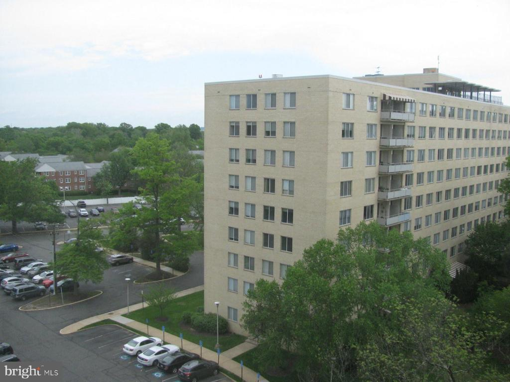 Photo of 6631 Wakefield Dr #820