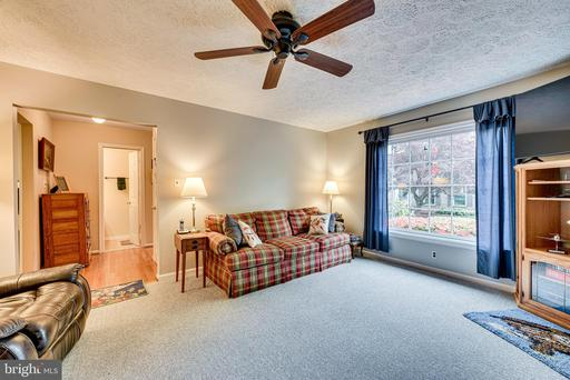 10912 Rippon Lodge Dr, Fairfax 22032