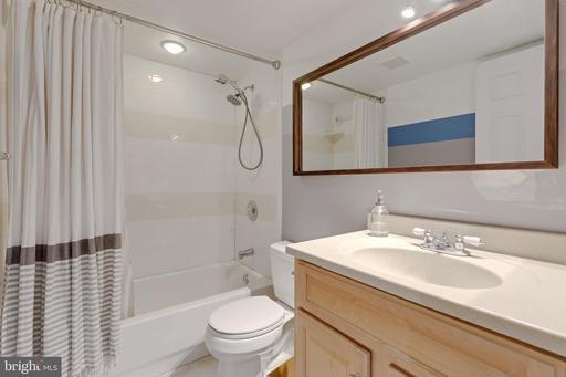 6822 Cedar Loch Ct Centreville VA 20121