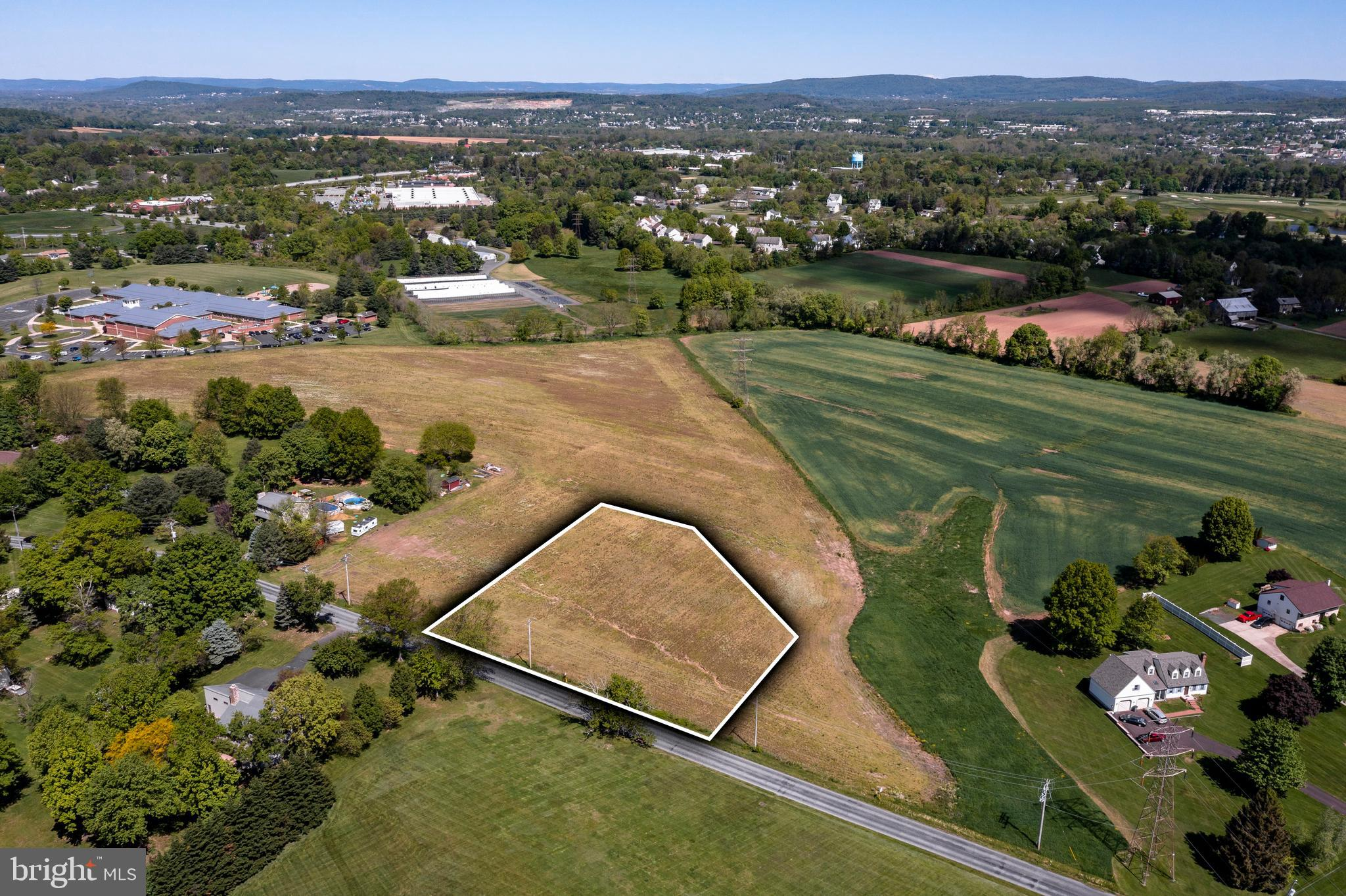 Perfect 1 acre lot to build your dream home. Sewer and natural gas available.  Located in Owen J Roberts school district and within walking distance of North Coventry elementary. Don't let this opportunity pass you by....
