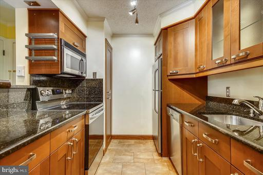 1530 Lincoln Way #204