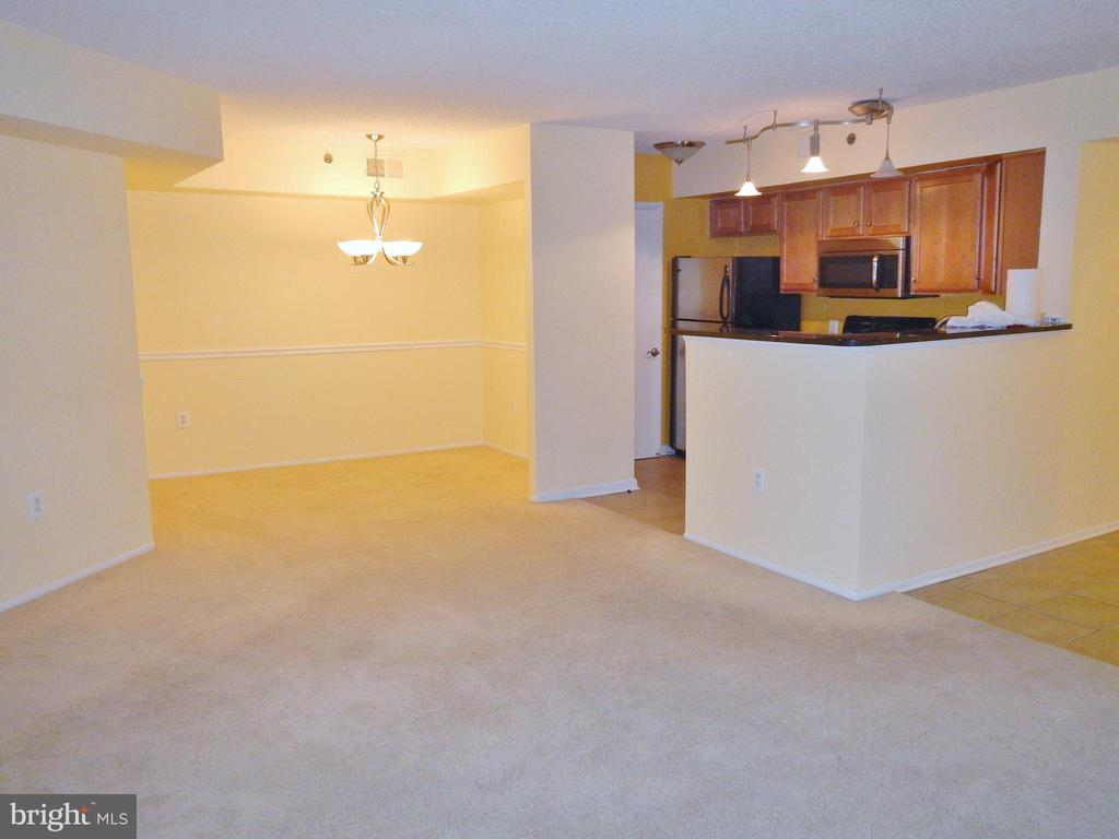Photo of 1001 N Vermont St #601