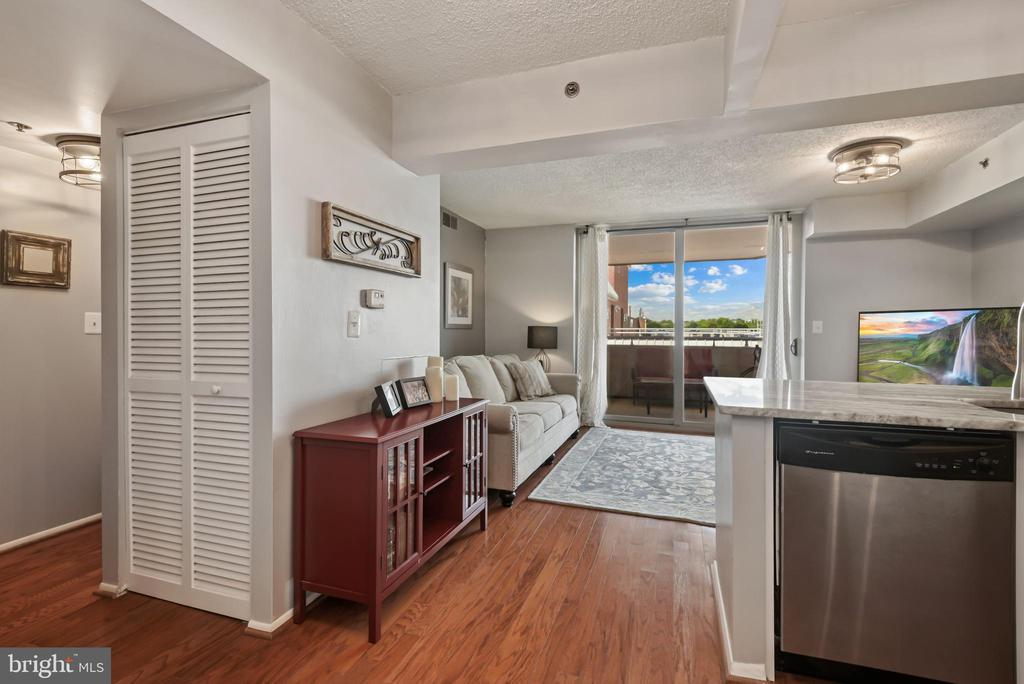 Photo of 1001 N Vermont St #1008