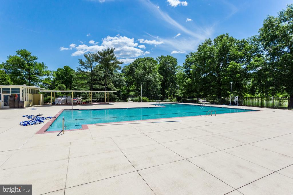 Photo of 6631 Wakefield Dr #604