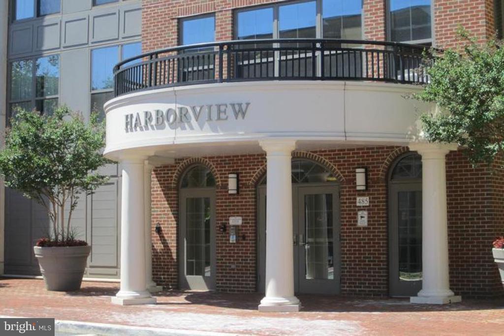 485 Harbor Side St #312, Woodbridge, VA 22191