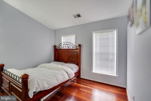 5601 Sheals Ln Centreville VA 20120
