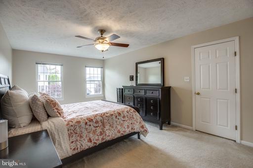 6928 Confederate Ridge Ln Centreville VA 20121