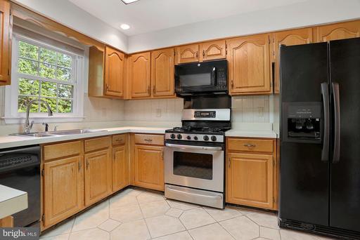 4015 Murdstone Ct Fairfax VA 22033