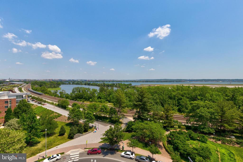 Photo of 1200 Crystal Dr #913