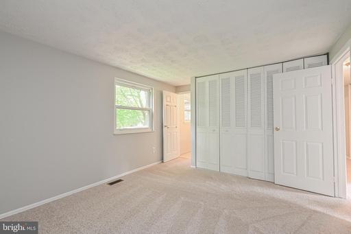 15129 Olddale Rd Centreville VA 20120