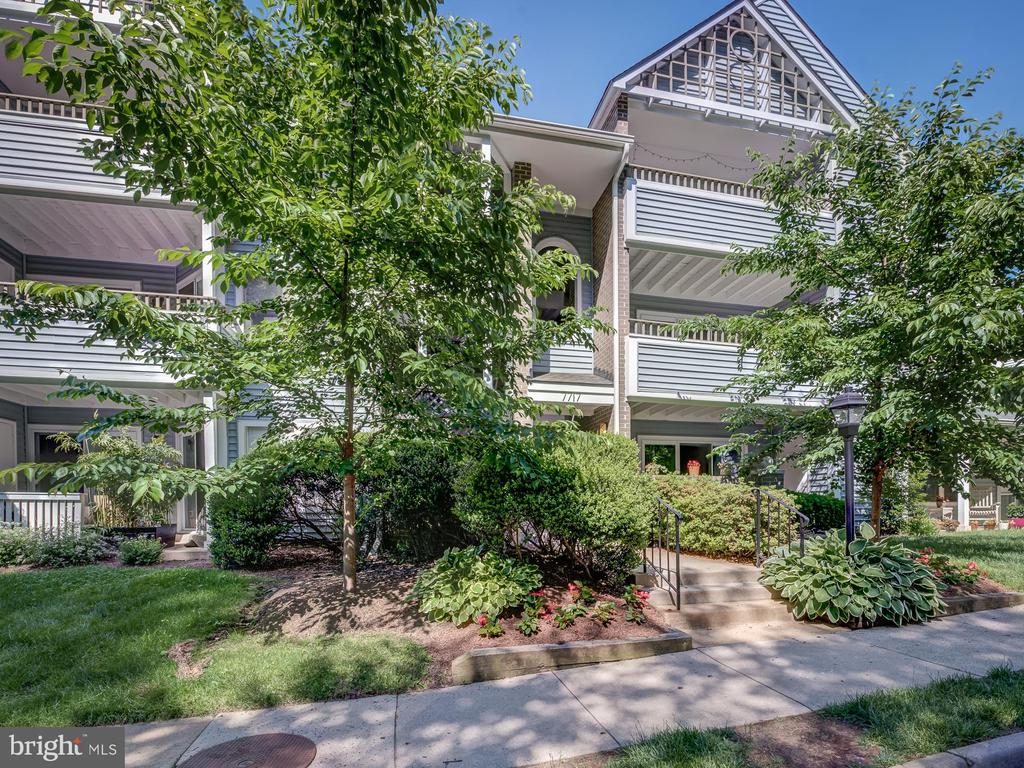7717 Lafayette Forest Dr #13
