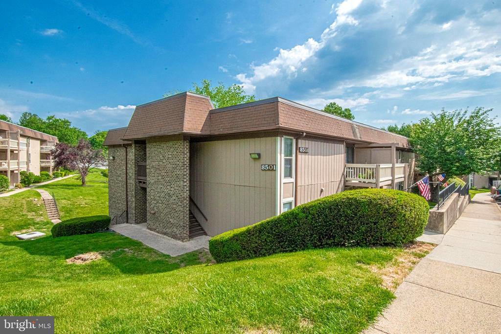 8501 Barrington Ct #J, Springfield, VA 22152