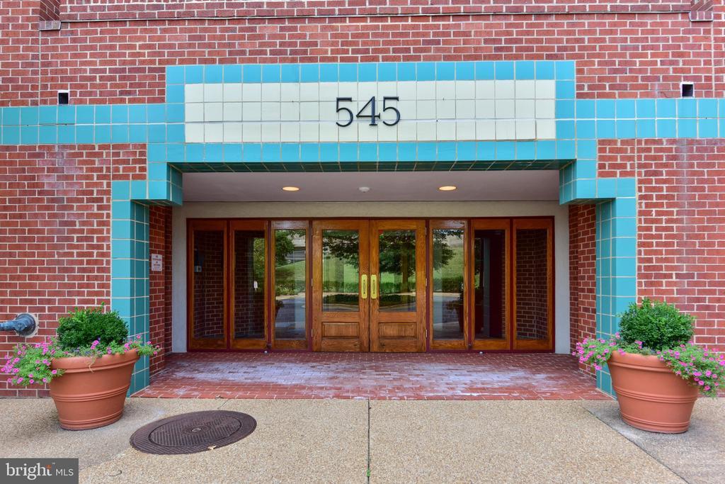 Photo of 545 E Braddock Rd #501