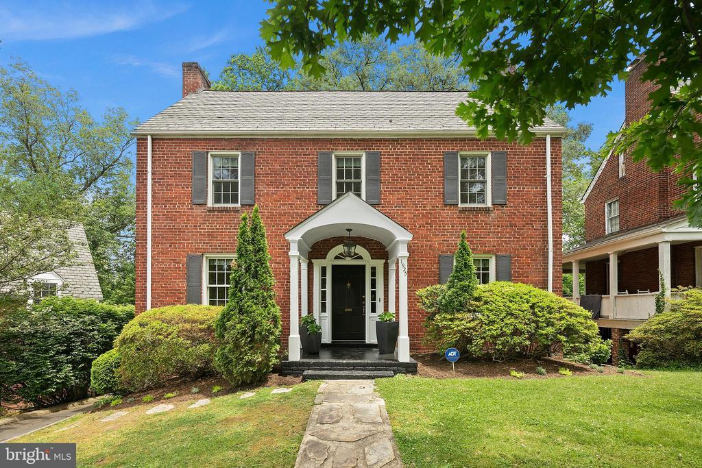 1925 N Harvard St, Arlington, VA 22201