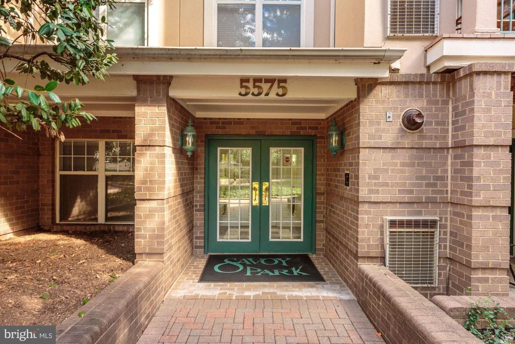5575 Seminary Rd #302