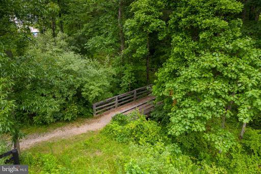 41219 Chatham Green Cir Aldie VA 20105