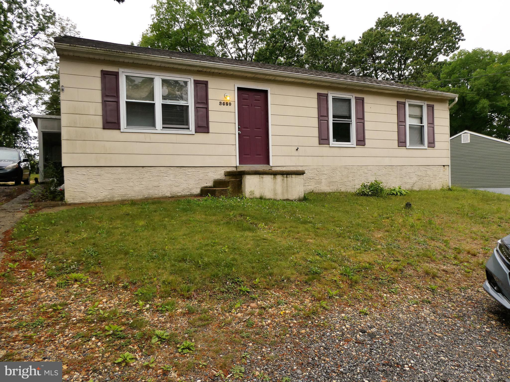 Act quick, This won't last a day!!! Cute rancher on huge lot, 3 bedrooms, 1 bath, eat-in kitchen, 16x14 Florida room, Gas heat, 2 year old roof,  Easy access to shopping centers, and Philadelphia, Don't miss out!!