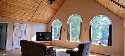 676 Timberland Manor Dr, Bentonville 22610