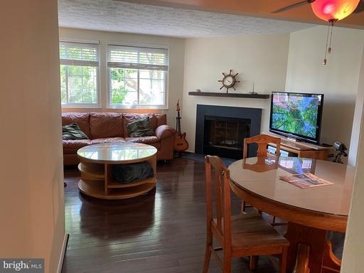 13641 Forest Pond Ct Centreville VA 20121
