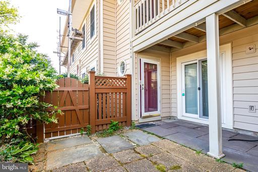 6047-A Essex House Sq, Alexandria 22310