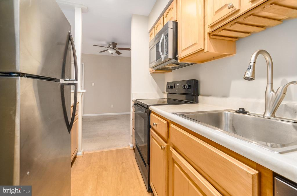 Photo of 8110 Colony Point Rd #220
