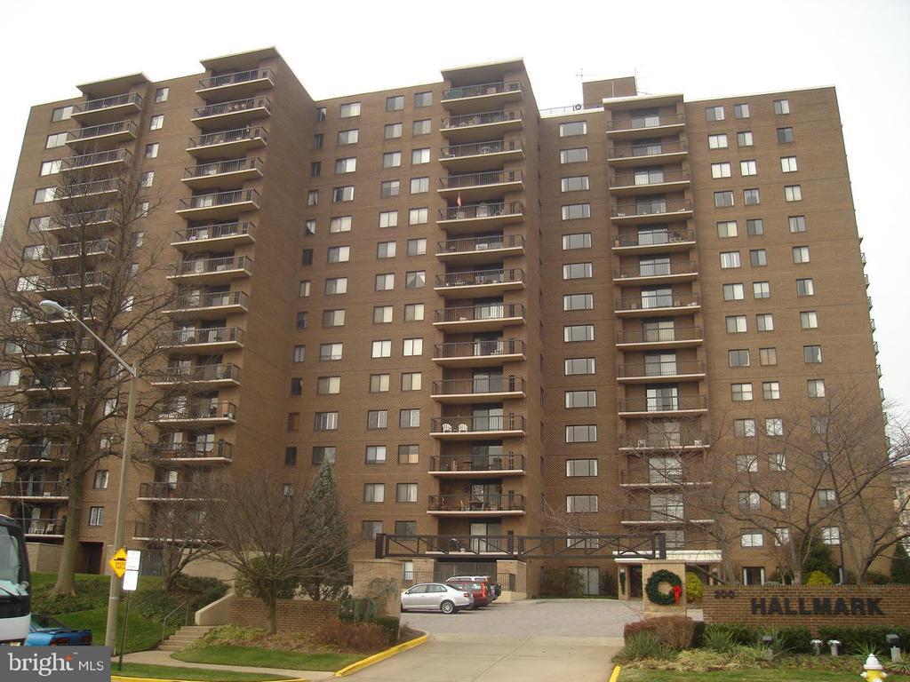 200 N Pickett St #202, Alexandria, VA 22304