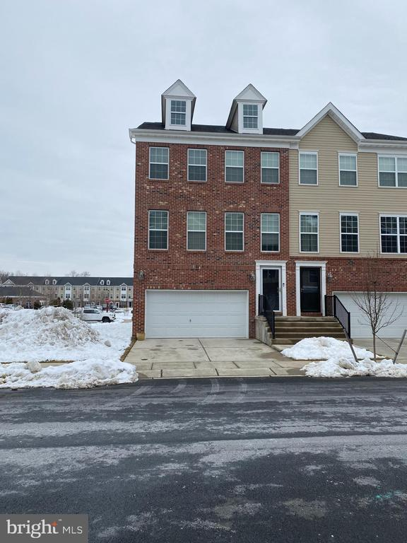 ***AS OF 3/2/21, DUE TO OVERWHELMING RESPONSE, MY SELLERS HAVE DECIDED TO STOP ALL SHOWINGS FOR NOW AND THEY HAVE MADE A DECISION. WE WILL ENTERTAIN BACK UP OFFERS ONLY AT THIS TIME.  THANK YOU SO MUCH FOR YOUR TIME AND CONSIDERATION.  Welcome Home to 158 Creekside Way.  This home looks like it could be the model home for sure. It features  mahogany hardwood flooring on the main level, faux stone wall, and high ceilings throughout.   The eat- in kitchen features tall expresso cabinets, granite countertops  and stainless steel appliances.   Hope you love tons of natural light because this home has a ton of windows.  What's better than an End Unit; an End Unit that is only SIX YEARS OLD!!  This community was established in 2014.  Upstairs features three spacious bedrooms, a laundry room,  and two full bathrooms.  There is even a walk in closet  and a soaking tub in the master bedroom.  There is a two car garage with tons of extra room for storage and the way this home is situated, you will have plenty of parking for your guests.  Overall, the River Walk Community is one of the premier Townhome Communities in Burlington Co.  Unlike other HOA communities , this one  features a BBQ Grill picnic area along side a pristine in-ground pool.  In addition, there is a club house,  gym and multiple play-grounds for children and pets.