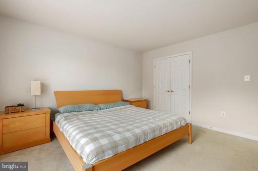 12984 Highland Oaks Ct Fairfax VA 22033