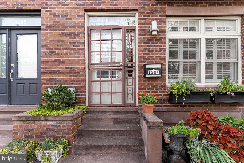 1207 S Juniper Street Philadelphia, PA 19147
