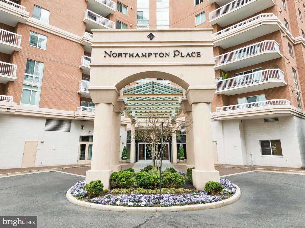 3101 N Hampton Dr #815, Alexandria, VA 22302