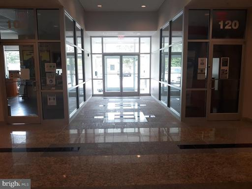 14801 Murdock St #2a Chantilly VA 20151