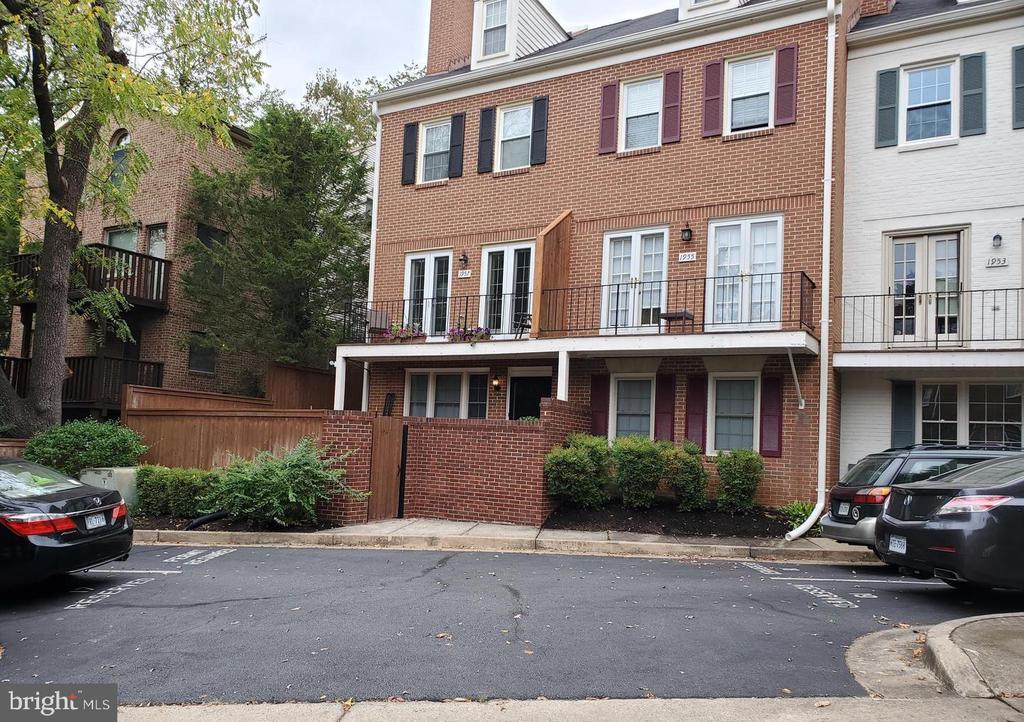 1949 N Calvert St #1, Arlington, VA 22201