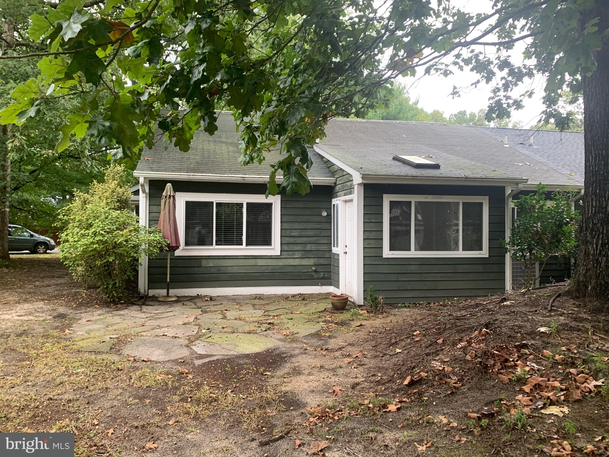 2 bed 2 bath with den-office-sunroom. Single level with attached garage.  Great starter or downsizer.  Was last tenant occupied. Includes all appliances. Great location near park, zoo and Ward Museum.