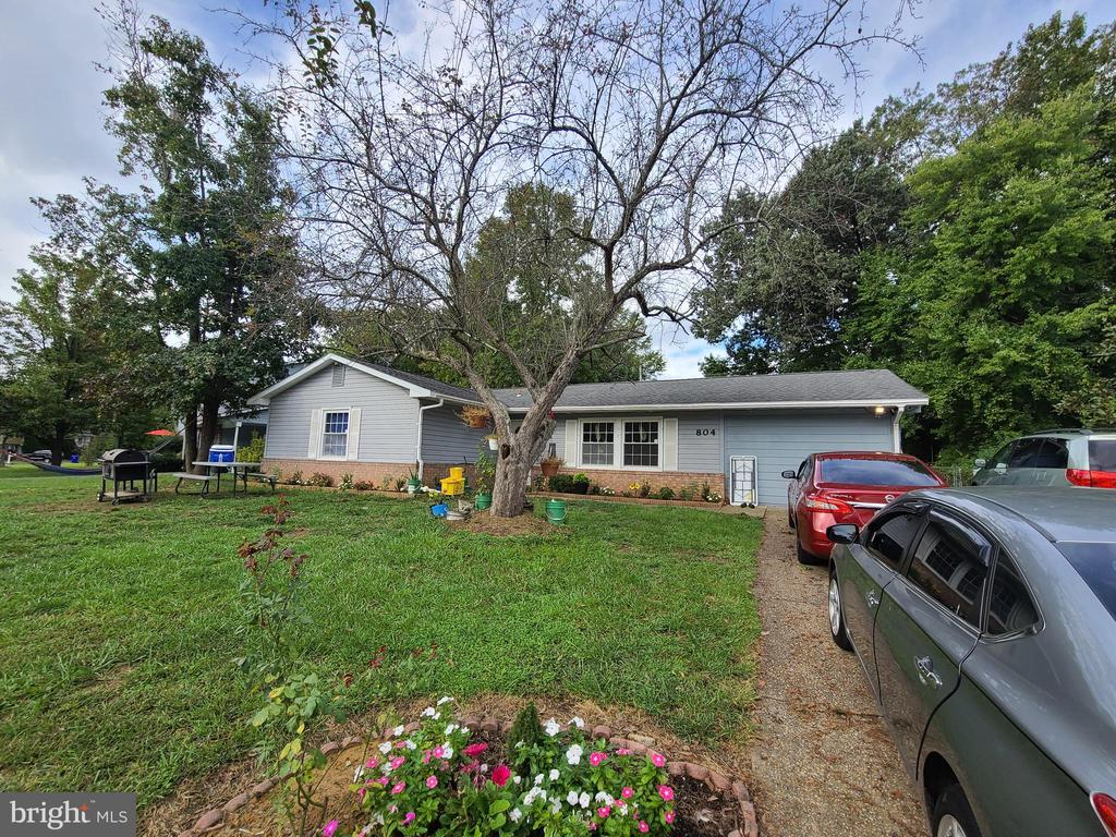 3 BR RAMBLER ON QUIET CUL DE SAC,PLANK WOOD FLOORS,UPGRADED BATHROOMS,APPLS, HEAT, A/C, WTR HTR; 4 CEIL FANS, OPEN FLR PLN W/ DINING AREA, FRENCH DRS FROM M.BED TO 2nd BED (SELLER WILLING TO REPLACE WITH DRYWALL), FRENCH DRS TO HUGE PATIO FULL LENGTH OF HOME, LRG FENCED LVL YRD, LRG SHED (AS IS), OSP FOR 6 CARS, SELLER MIGHT NEED RENT BACK FOR 30 DAYS