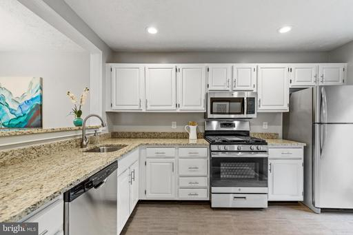 7811 Willow Point Dr, Falls Church 22042
