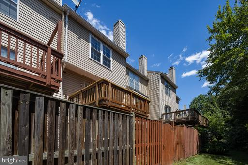 6822 Chasewood Cir Centreville VA 20121