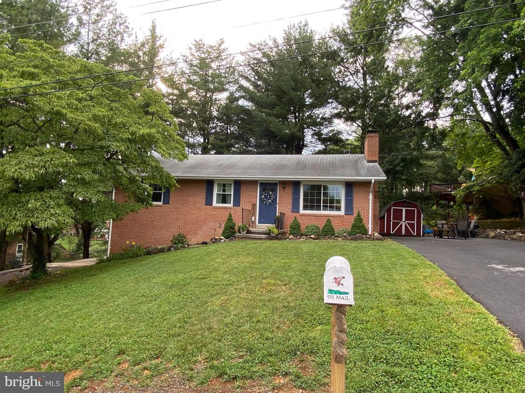 4 Evelyn Ct