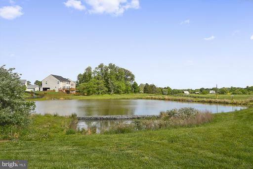 24534 Fishermans Pond Ct Aldie VA 20105