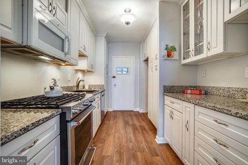 4141 N Henderson Rd #803