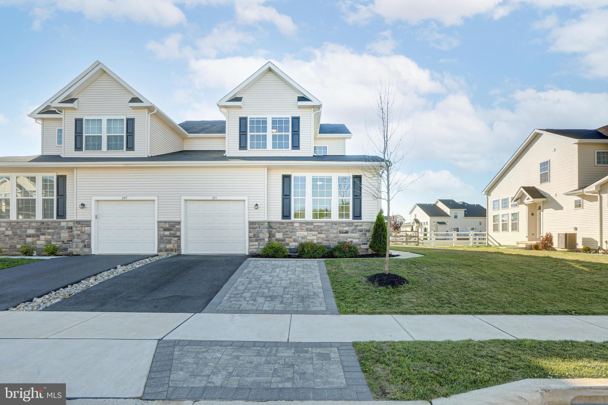 Gorgeous twin home now available for one lucky new owner in Hyetts Crossing of Middletown!